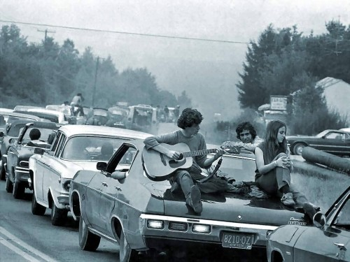 People on the way to Woodstock: tryin' to be free in an unfree world
