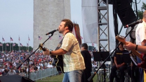 Mark Wills performing in front of the Washington Monument
