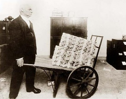 Weimar Republic: Thieves would take the wheelbarrow and leave the money.